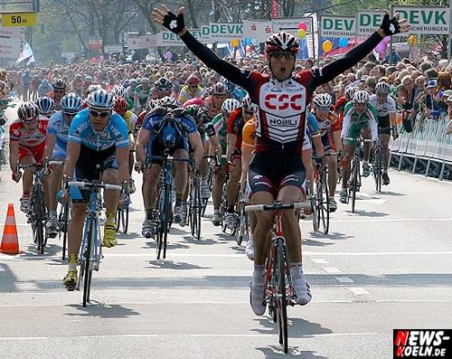 Radsport: (Update) Überraschung bei ´Rund um Köln!´ Argentinische Einzelkämpfer Juan-José Haedo siegt im Sprint! Ciolek stürzt 1000m vor dem Ziel