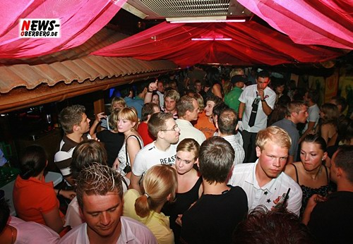 ntoi_b1_house_party_500-03.jpg