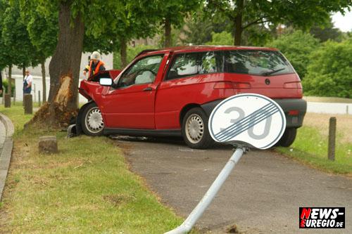 Aachen: ´Die jungen Wilden!´ Tempo 30 Zone missachtet. Alfa Romeo nur noch ´Schrottwert´