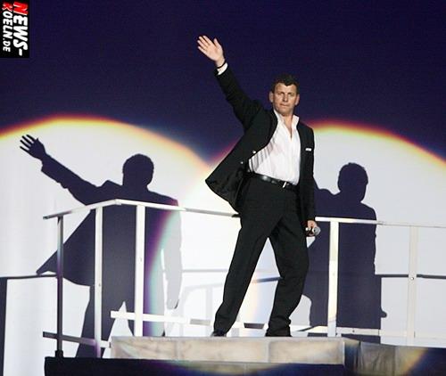 Kölnarena: Semino Rossi – `Ich denk an Dich Tour!´ Große Gefühle, Charme und Schokolade!  Der Schmusesänger sang sich am Muttertag in die Herzen der weiblichen Fans. Männer – NO!