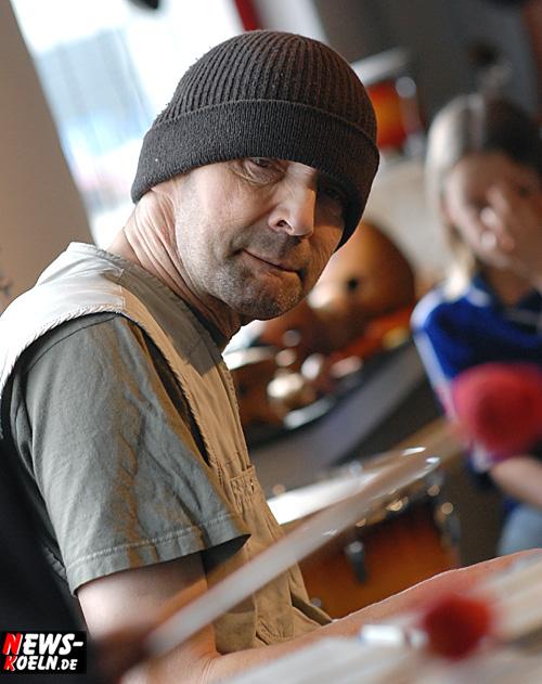 Köln: ´Progressive Rock!´ Philharmonischer Rock mit Streichern und Bläsern. Rainmaker opening act mit Stefan Krachten und Conny Chillin am Di. 12.06.07