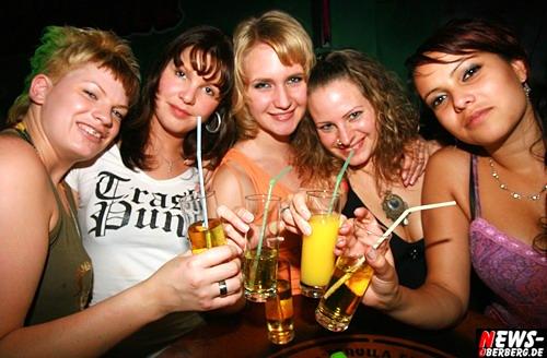 GM: Fluch der Karibik Party @WP ´Verfluchten Piratenbräute´ stiegen von Rum auf Wodka Red Bull um!