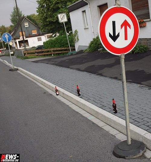 Daily Moments: ´Foto des Tages´- In der Kleinstadt haben ´Kölner Flaschen´ auch nicht immer Vorfahrt