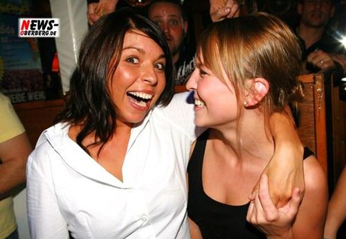 GM: (Double-Fotoshooting!) Spaß, gute Laune und nette Menschen sind im B1 zu Hause! Mixery Promo (14.07.) und Ibiza Party (13.07.)