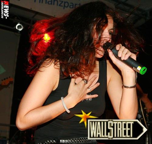 Drolshagen: Show und Coverband ´Wallstreet´ aus Belgien heizte dem Publikum zum ´Marktplatz Fest´ ein