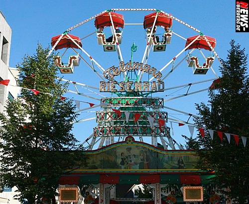 Gummersbach: Tausende kamen zum Stadtfest!! Kühle Getränke, flotte Musik und nostalgischer Charme. Sonne, Nostalgie und Liveacts lockte die Besucher am verkaufsoffenen Sonntag in die Fußgängerzone