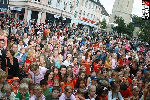 Gummersbach: (Weitere Bonus-Fotos!) Weltkindertag 2007 wurde unter dem Motto ´Märchen´ (Prinzessinnen und Prinzen Tag) in der Kreisstadt ganz groß gefeiert! Volker Rosin, Lollipops, und BeFour unterhielten das kreischende Publikum auf dem Lindenplatz