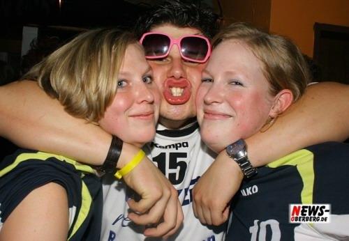 B1.NEWS-Oberberg.de: (Final Fotoshooting/Bericht Update!) Dritte Auflage der Handballer Party (Sa. 13.10.) erneut ein Riesen Erfolg!! + Bonus Bilder der Hirsch Party (Fr. 12.10.) – 129 Fotos im HQ-Double-Shooting online