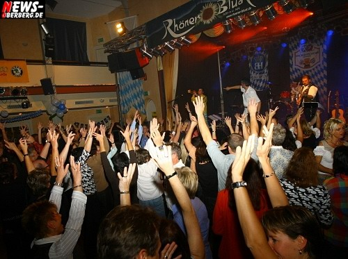 Gummersbach: Oktoberfest des DPolG (Polizei) mit der Stimmungsband Rhöner Bluat begeisterte die Gäste in der ausverkaufte Stadthalle