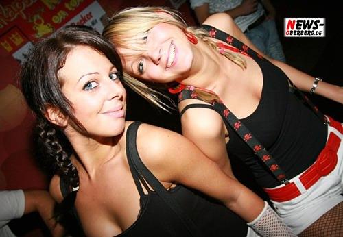WP.NEWS-Oberberg.de: (Final Update! HQ-Fotoshooting) Cityrockers! Motto – Die mit dem roten Halsband! Wer ein ´rotes Halsband´ als Outfit an hatte bekam ein GRATIS Getränk. DJ Wollion und Buzzy legten ´heißen House´ auf