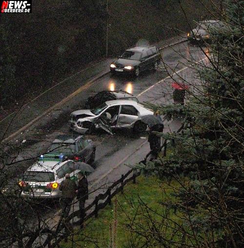Eckenhagen (Reichshof): 75-jähriger Fahrzeugführer fuhr frontal in Fahrerseite! Auto Totalschaden – Fahrer wurde dabei schwer verletzt