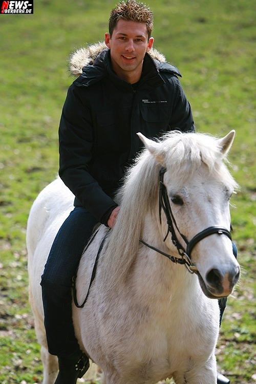 ntoi_nic_zwei_weisse_pferde_09.jpg