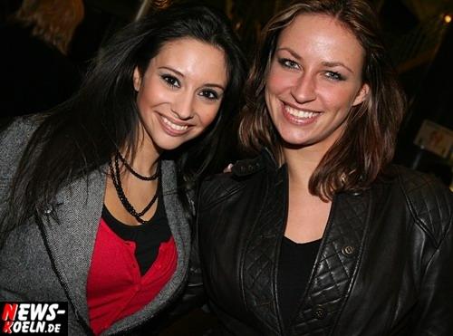 Sängerin ´Diana Sorbello´ (l.) und Partykünstlerin ´Schnitte´ (r.) outeten sich als große Howie Fans in der Kölnarena. HQ-Foto: ´Der Sasse´ [ Foto+TV Agentur www.NTOi.de ]