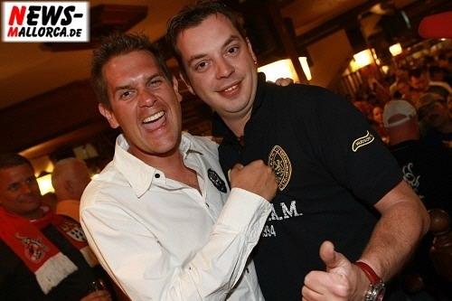 Partynator Peter Wackel ´Joana - Du geile Sau´ und DJ Chris Tuxx stellen zum Bierkönig Opening 2008 Ihren neuen Song ´Manchmal möchte ich schon mit Dir´ vor. Foto: ´Der Sasse´ Fotoagentur www.NTOi.de