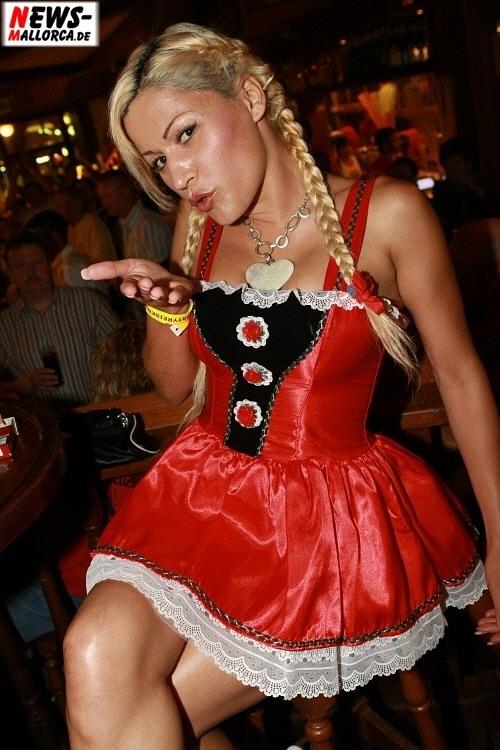 Sängerin Haidi (Haidie), bekannt als Jazmin (damals Nacktsängerin) Foto: ´Der Sasse´ Fotoagentur www.NTOi.de Bierkönig Opening 2008