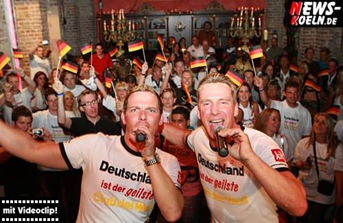 Köln: (Final Update!! Über 40 HQ-Fotos HQ-Videoclip!) BB Jürgen und Libero5 verwandelten die Nachtschicht in ein Fussballstadion! CD-Präsentation für den neuen Song ´Deutschland ist der geilste Club der Welt´