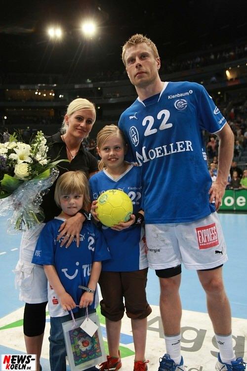 Gudjon Valur Sigurdsson mit Familie - ntoi_vfl_gummersbach-sc_magdeburg_koelnarena_11.jpg
