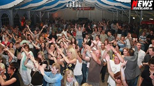Großer Showabend im Niederndorfer Festzelt 2008. 100 Jahre Feuerwehr Niederndorf