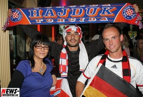 Gummersbach: [Fußball EM 2008] GER-CRO 1:2 – Auch im B1 feierten Deutsche und Kroaten friedlich beim ´Public Viewing´ Fußball verbindet!