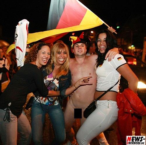 Flitzer mit weiblichen Fans @Gummersbach