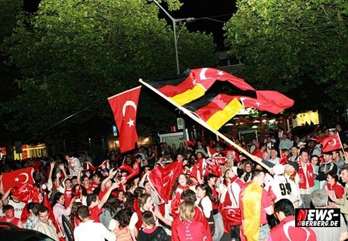 Fan Emotions - Türkei gegen Kroatien - Bergneustadt Stadtzentrum 2008