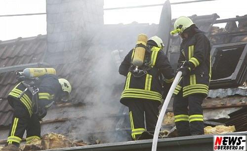 Athemschutzmasken - Feuerwehr Bergneustadt - Löschzug1 und Löschzug2 (Dörspetal) Dachstuhlbrand
