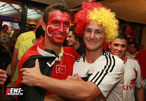 Deutschland - Türkei - Fans - friedlich - feiern - EM 2008