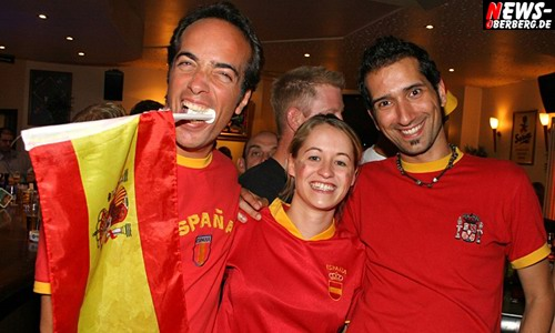 [Fußball EM 2008]: (Mega-HQ Fotoshooting) Spanien ist verdienter Europameister 2008! Gummersbach feierte dennoch kräftig den Vize-EM Titel + 2x B1 Bonus-Shootings (3-4-1 Party & Boom Chicka Wah Wah Party)