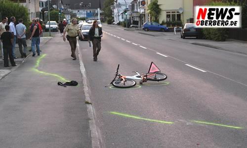 Fahrrad liegt auf der Gummersbacher Straße
