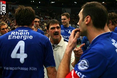 Bosnier Sead Hasanefendic mit koatischem Pass. VfL Gummersbach Trainer. Spielfeld mit Houlet