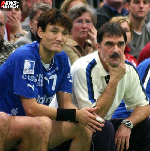 Yoon und Hasanefendic auf der Bank (Handball)