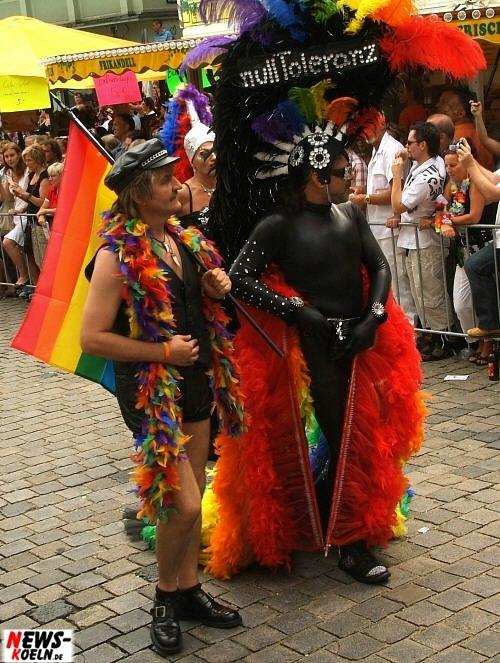 Köln: Bunt, provozierend und total abgefahren! Der Christopher Street Day (CSD) 2008! Rund 500.000 Besucher und 20.000 Teilnehmer feierten eine schrille Party