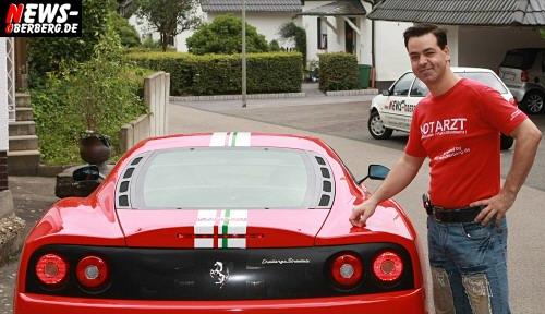 Christian Sasse mit seinem neuen NEWS-Oberberg.de Firmenwagen ´Ferrari Challenge Stradal´