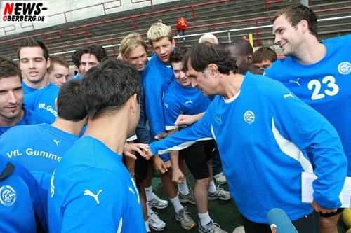 Sead Hasanefendic und sein Team (VfL Gummersbach) Trainingsbeginn Lochwiese Gummersbach 2008
