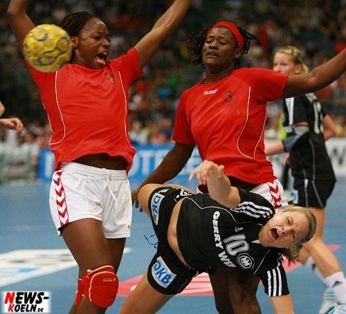 Handball.NEWS-on-Tour.de: Köln (LanXESS arena) – 14.300 Zuschauer ´Weltrekordkulisse´ zum 30:19 für Deutschland gegen Afrikameister Angola (Damen)