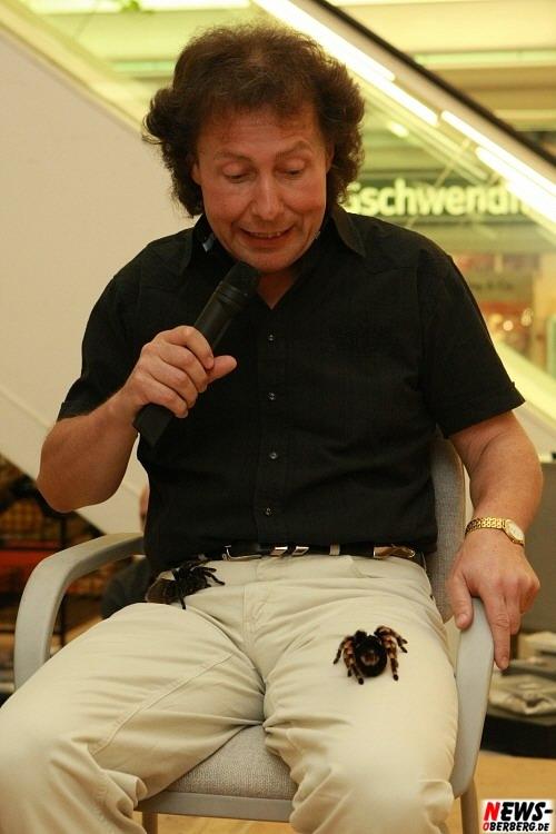 Rüdiger Hockamp mit Vogelspinnen