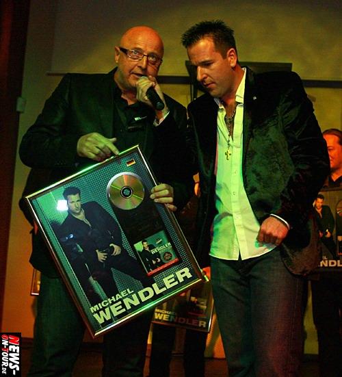 Bodo Krohn (B.K. Promotion & Production) und Michael Wendler - Goldene Schallplatte