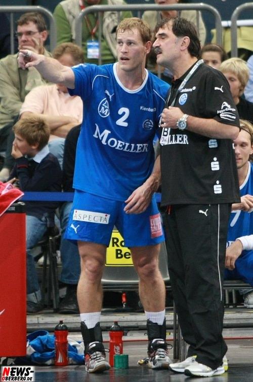 Geoffroy Krantz (2, VfL Gumersbach) und Trainer Sead Hasanefendic (VfL Gummersbach)