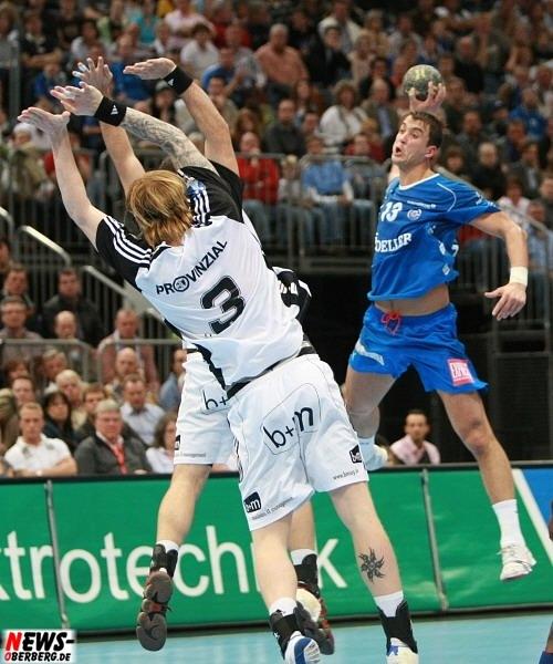 Börge Lund (3, THW Kiel) und Momir Ilic (13, VfL Gummersbach)