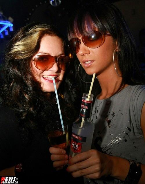 Smitnoff Ice Girls