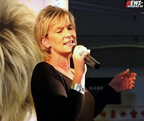 GM: ´Hemmungslos Liebe´ im Bergischen Hof! Claudia Jung sang Liebesgeschichten im Rahmenprogramm des mittlerweile traditionsreichen Herbstjahrmarktes im EKZ