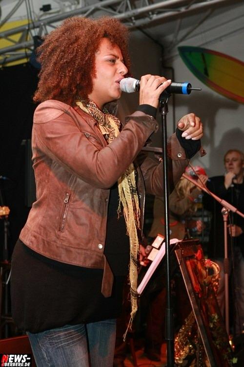 Carmen Purperhart mit Babybauch (Classic Night Band)