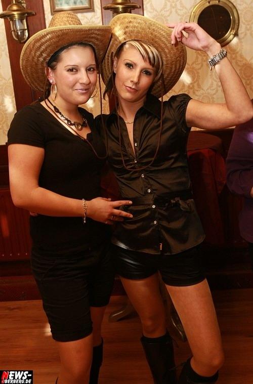 Sexy Cowgirls - Laura Rozay (l.) und Tina Grau (r.)