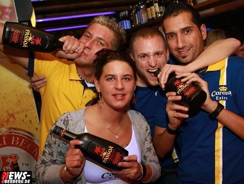 B1.NEWS-Oberberg.de: Das war erste Sahne! Nette Gäste, super Stimmung und ein toller DJ ´Denny´ Dee zur Passoa Night im Oberbergischen Meetingpoint No. 1 @GM