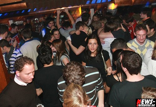 ntoi_handballer_341_party_b1_06_500_6.jpg