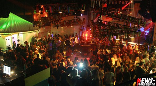 ntoi_yellow_energy_party_06.jpg