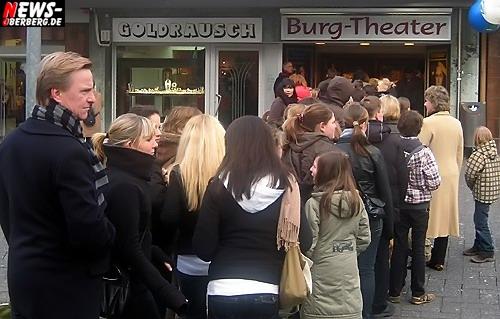 ntoi_gm_wilden_huehner_premiere_burgtheater_01.jpg