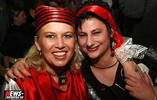 Rebbelroth: [HQ-Fotoshooting] Feuerwehr und DJ Roland Reh feierten große Karnevalsparty an Weiberfastnacht mit rund 800 Jecken @Mehrzweckhalle