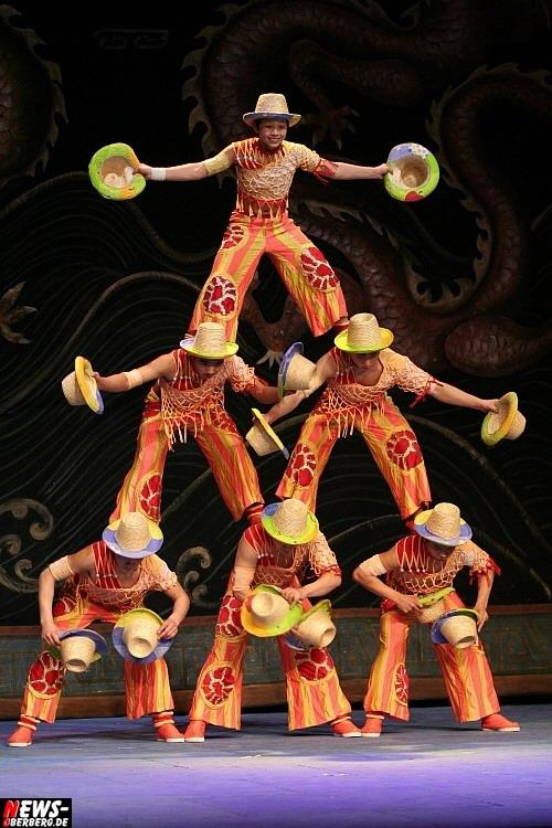 Gummersbach: Tolle Show! Artisten und Akrobaten aus dem Reich der Mitte zeigten im Gummersbacher Theater Tradition, Akrobatik und Magie in der ´Großen Chinesischen Circus Hebei Show´