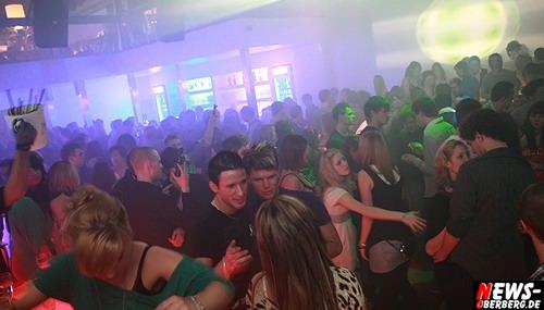 Gummersbach: [HQ-Fotoshooting mit 237 Bilder!!] ´Das war ein feuriges Party-Weekend @Oberberg!´ Stimmung und Partyspaß zur 3-4-1 Party ohne Grenzen in zwei CLUBS mit GRATIS Bustransfer war erneut der Burner. DKdance und B1 brachen aus allen Nähten